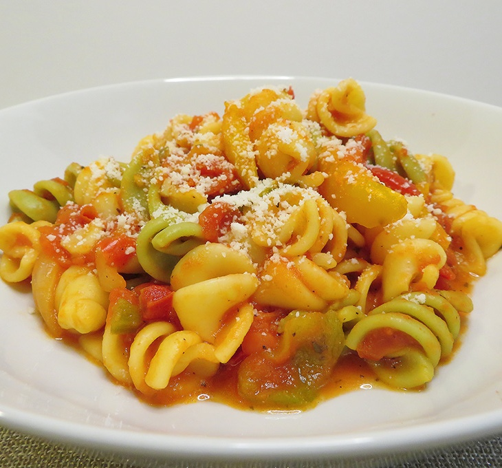 plate with pasta in tomato and peppers sauce